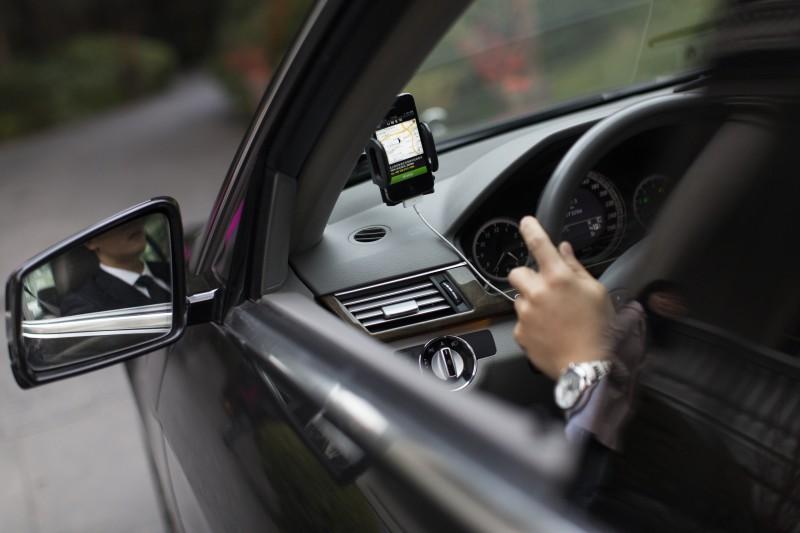 O carro precisa ter seguro com cobertura de Acidentes Pessoais a Passageiros