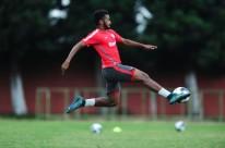 Jovem atleta colorado ressalta a boa marcação e a chegada no apoio