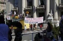 Cpers/Sindicato realizou ato público ontem em frente ao Palácio Piratini