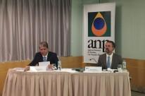 Diretor da ANP Waldyr Barroso e o superintendente adjunto de Abastecimento, Rubens Freitas, apresentam relatório sobre o consumo