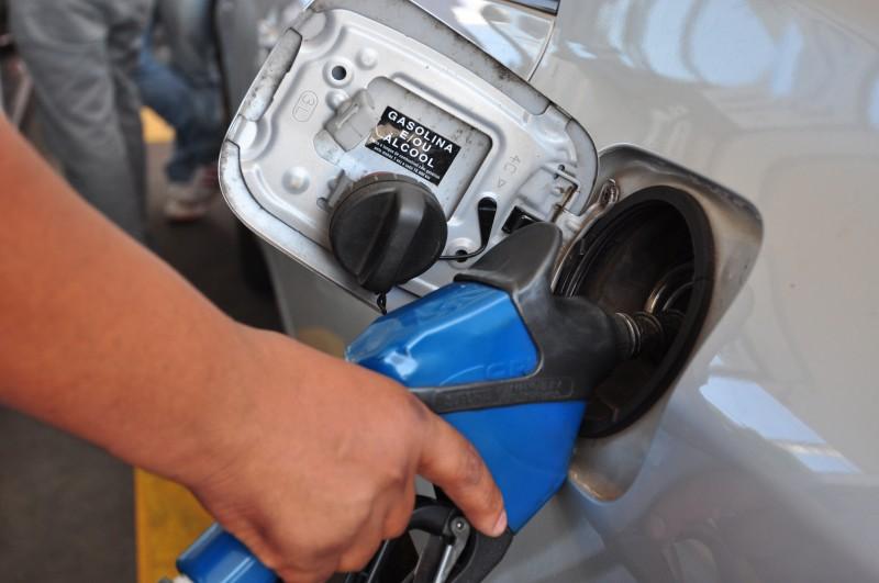 Preços dos combustíveis são corrigidos mensalmente pela estatal
