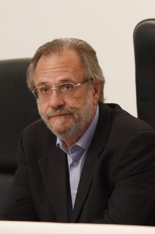 Ministro Rossetto prometeu baixar o imposto sobre o vinho