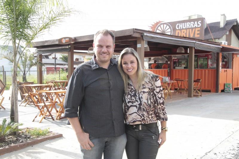 Rafael Paz e Cátia Assis são os proprietários do negócio no bairro Jardim do Lago