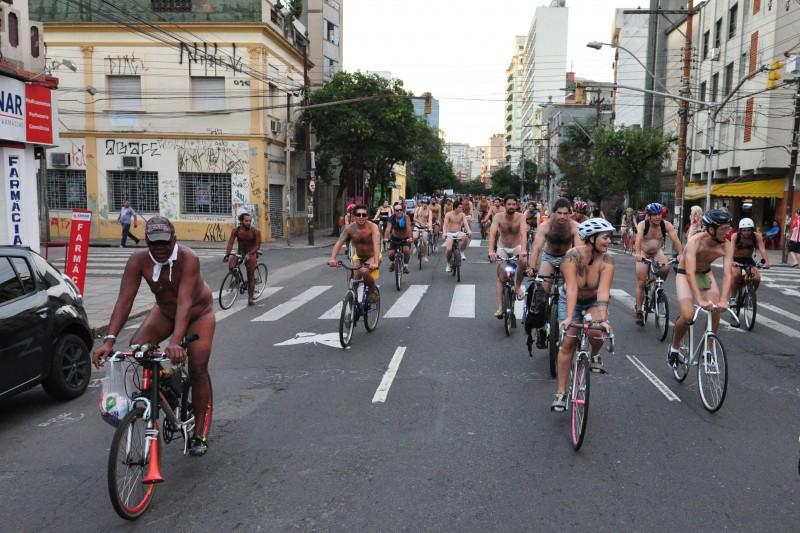 Ato tem como intenção alertar os perigos que os usuários da bicicleta sofrem no trânsito