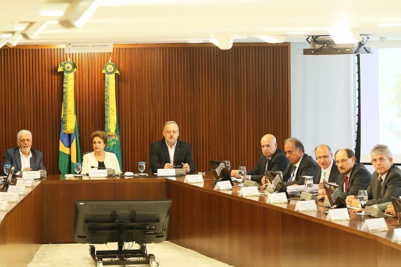 Sartori participa de reunião em Brasília para debater a dívida do Estado