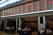 Bolsa de São Paulo fecha em baixa de 0,11%, a 104.309,74 pontos, ainda acumulando 9,74% no mês