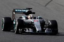 Nova regra promete acirrar disputa entre Hamilton (foto) e Rosberg