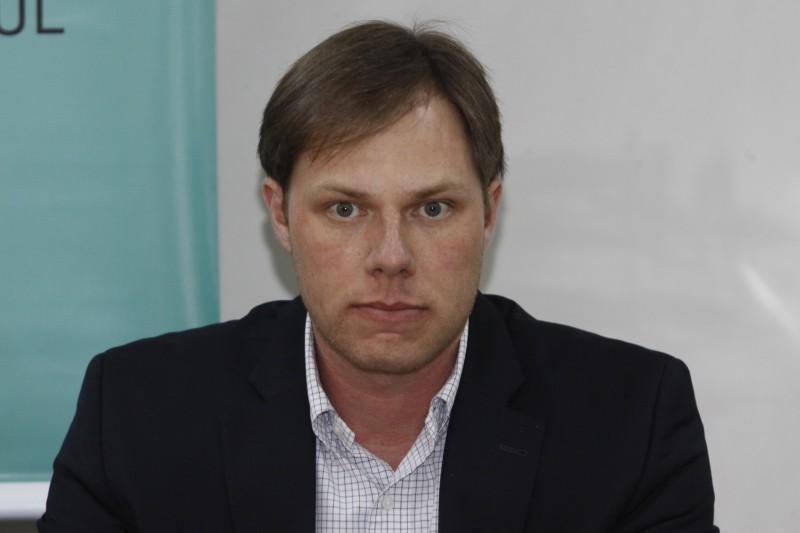 Lucas Redecker lamenta que trabalhos não foram concluídos no prazo