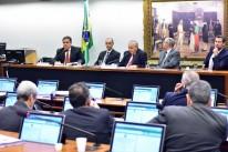 Deputados aliados e oposicionistas divergem sobre rumo dos trabalhos
