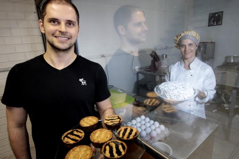 Póvoas e Ana Paula: cozinha da empresa é  protegida para evitar 'contaminação cruzada'