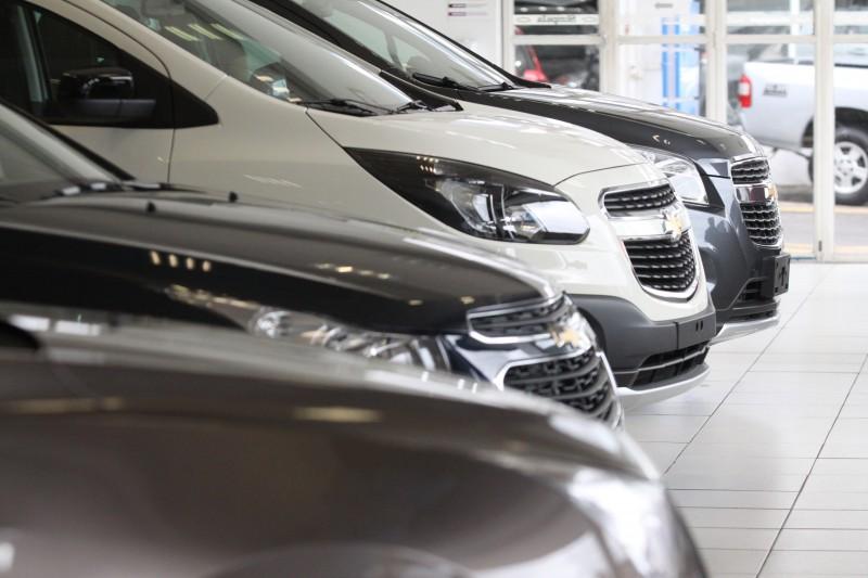 Venda de veículos novos caiu 26,5% no ano passado em relação a 2014