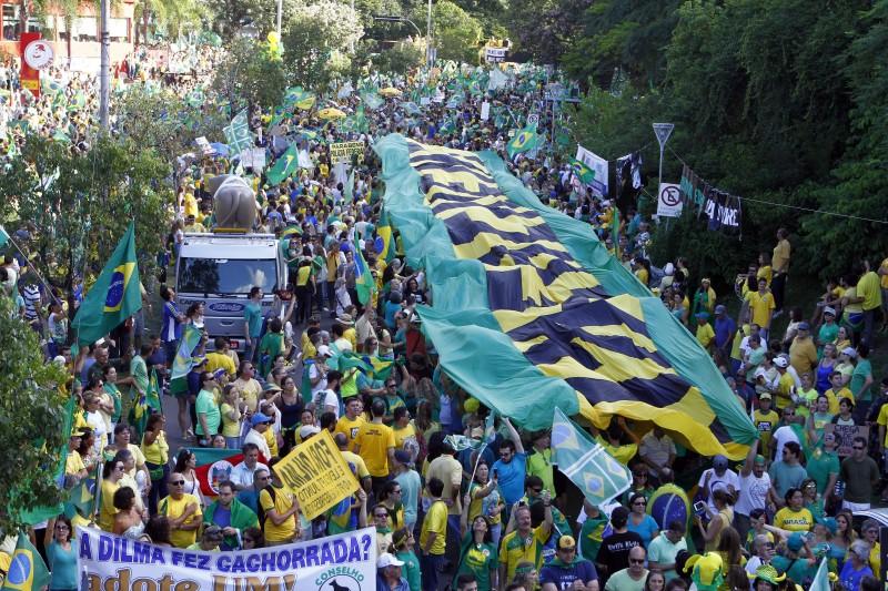 Manifestantes se concentraram nas imediações do parque Moinhos de Vento
