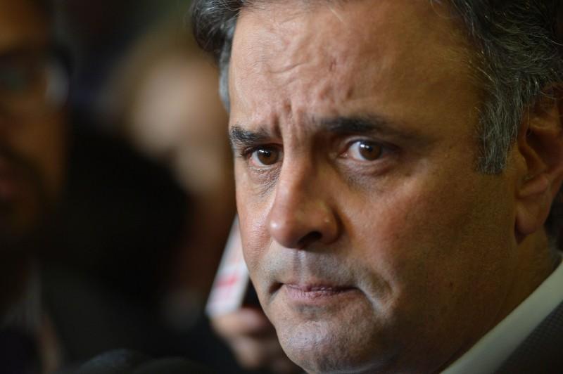 Delcídio Amaral afirmou que Aécio Neves recebia vantagens ilícitas desviadas da diretoria de engenharia de Furnas