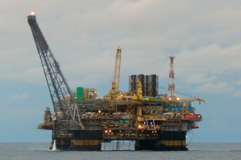 Texto altera participação da Petrobras na exploração