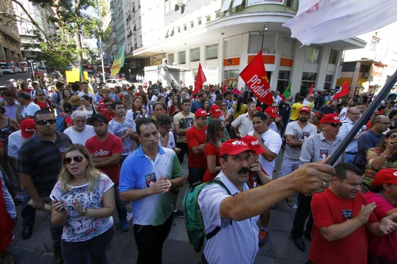 Ato pró Dilma Rousseff reuniu manifestantes na Esquina Democrática