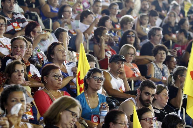 Cerca de 3 mil docentes participaram de assembleia geral no Gigantinho