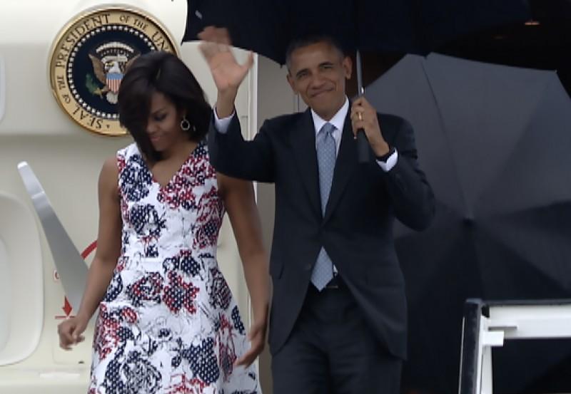 Acompanha da primeira dama Michelle, Obama desembarcou em Havana neste domingo