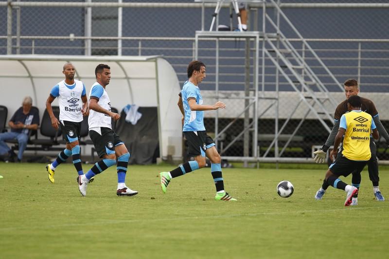 Jogadores  realizam treino durante a manhã desta terça-feira na preparação para o Campeonato Gaúcho