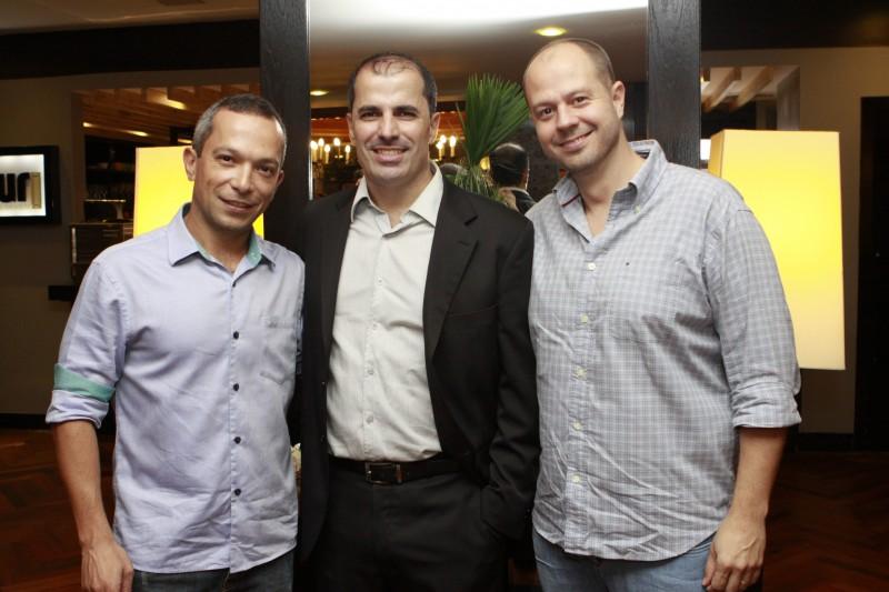 Rodrigo Oliveira, o Seninha, com Cristiano Horn e Rafael Rohden