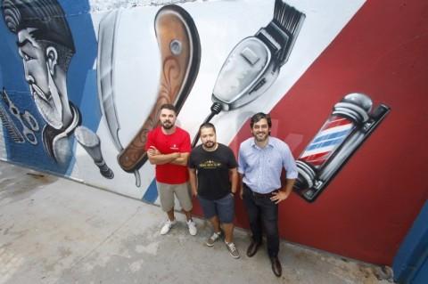 Loucos por futebol: Bueno (E), Santos e Zani (D) apostam em espaço que reúne beleza e esporte
