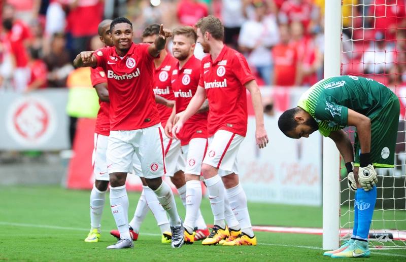 Colorados comemoram gol sobre Novo Hamburgo
