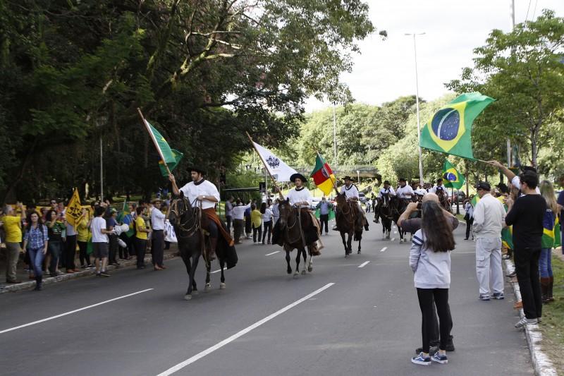 Cerca de 40 pessoas a cavalo participaram da mobilização na Capital