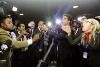 Sob tumulto, presidente da OAB protocola novo pedido de impeachment contra Dilma
