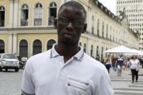 Ndiaye diz que vender na rua é a saída para não ficar sem ocupação