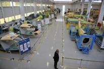 Situação econômica do País desacelerou linha de montagem da fábrica e incentivou manutenção de aviões