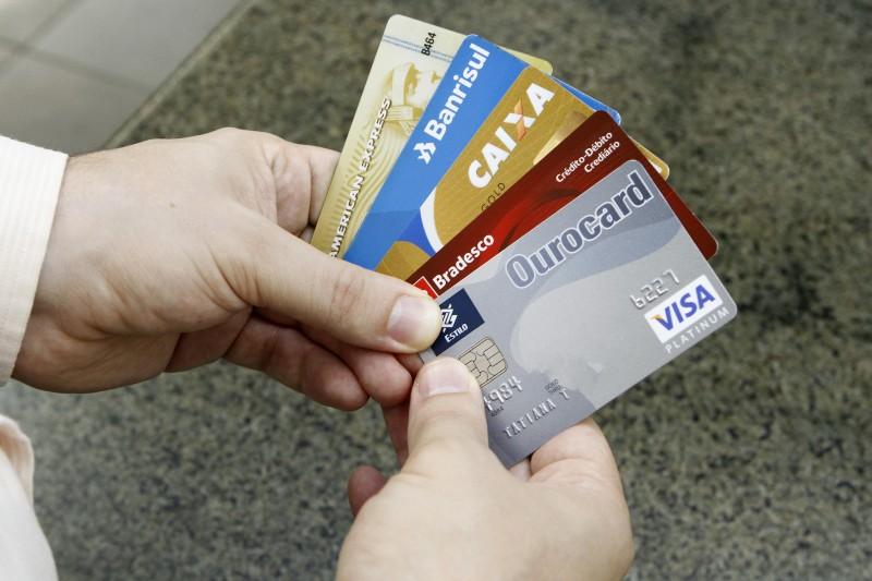 Dados do primeiro bimestre de 2016 reforçam tendência de desaceleração do crédito, aponta relatório