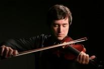 Dmitri Berlinsky atua como solista em concerto nesta noite