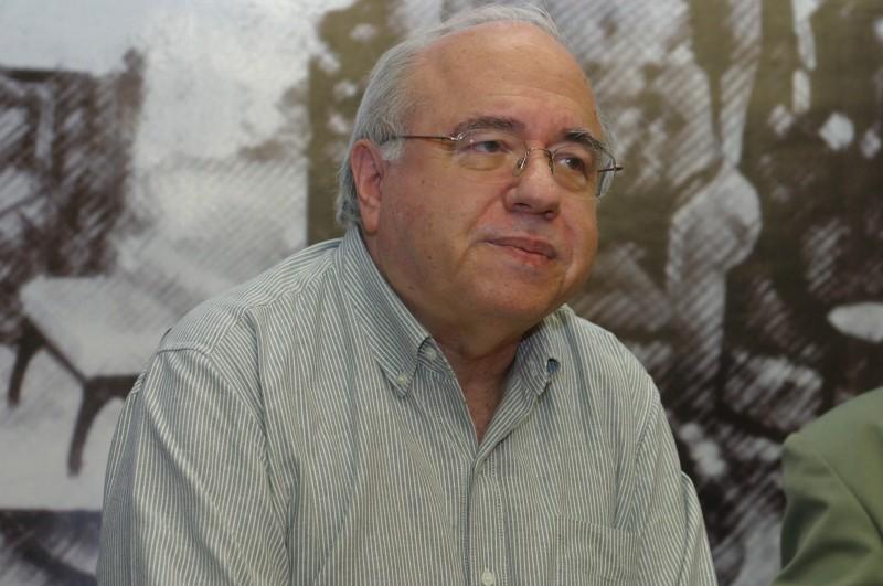 Escritor Luis Fernando Verissimo tem alta hospitalar