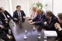 O presidente nacional do PP, Ciro Nogueira (c), recebeu parlamentares