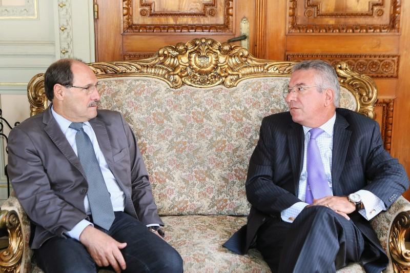 Marcos Munhoz (d) foi recebido ontem pelo governador José Ivo Sartori em reunião no Palácio Piratini