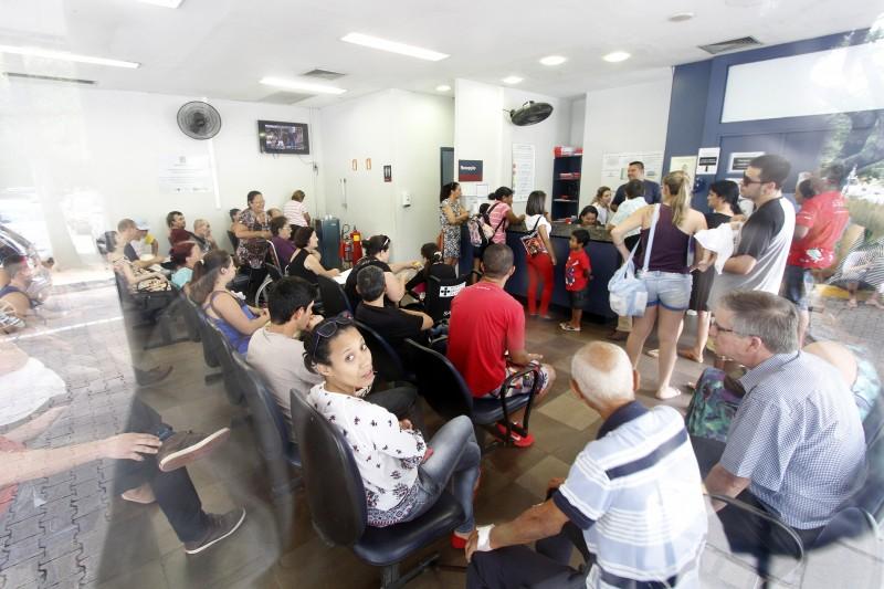 Ronda pelas emergências de Porto Alegre para averiguar a situação da gripe H1N1.    na foto: Emergência do Hospital São Lucas da Puc