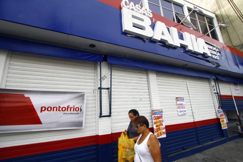 PG3    preparação da fachada da loja das Casas Bahia na avenida Assis Brasil