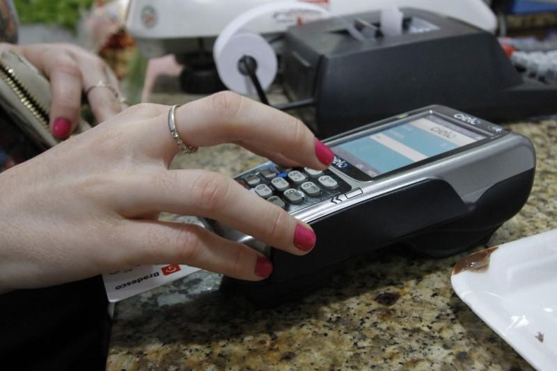 Do total, 3,5 bilhões foram na modalidade débito e 2,9 bilhões com cartões de crédito