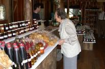 Visitantes se deliciam com a farta gastronomia e o resgate histórico