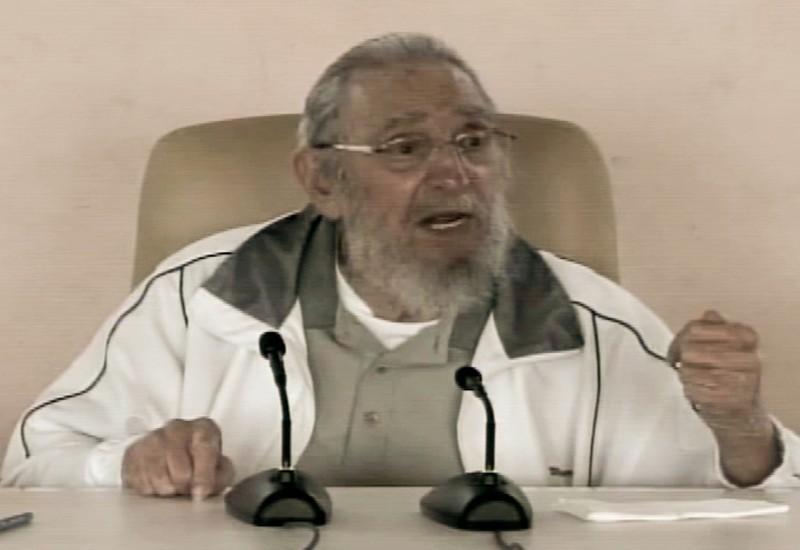 Imagens da televisão estatal cubana mostravam Fidel Castro conversando com alunos e professores