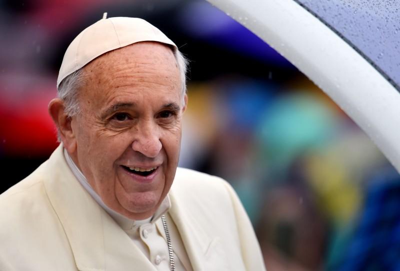 Entretanto, o pontífice reiterou que retirada da regra do celibato não é a resposta para a falta de padres