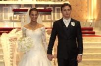Os noivos Julia Jardim Tellechea e Renato Bortoncello Nahas