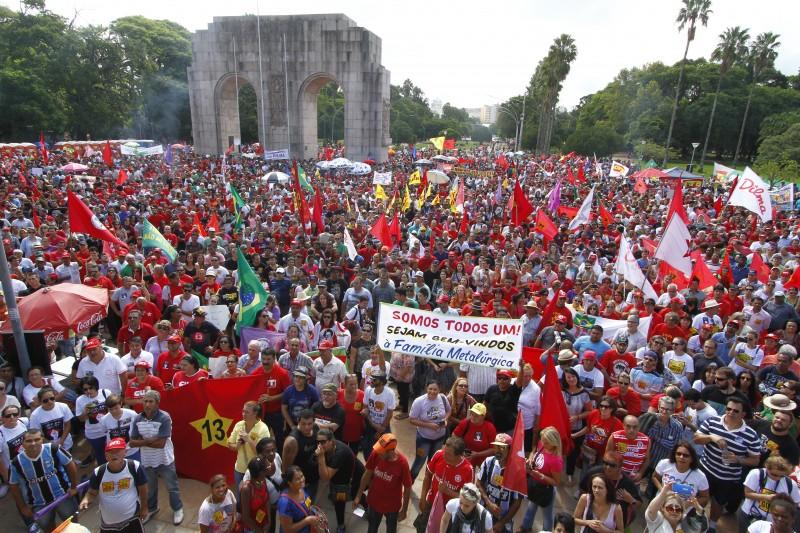 Porto Alegre foi das poucas cidades a ter ato contra o impeachment no dia das manifestações de 13 de março