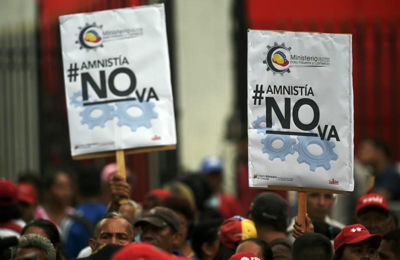 Apoiadores de Maduro fizeram manifestações contra a legislação