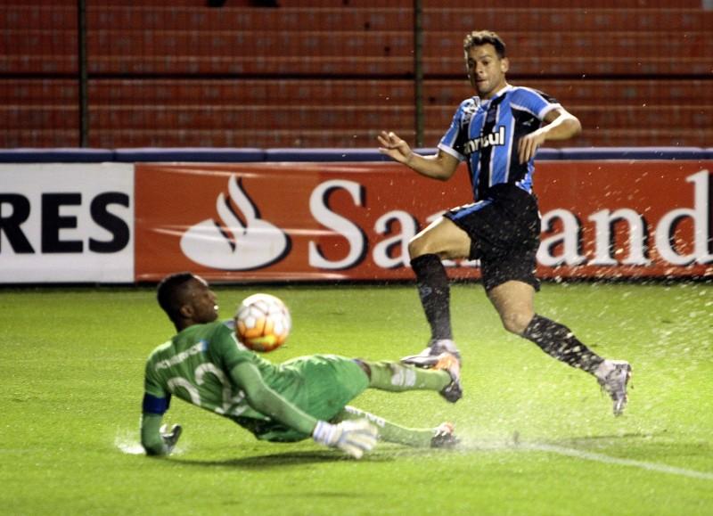 Centroavante Bobô marcou o segundo gol gremista em Quito