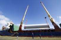 Um dos novos itens que a direção do porto busca atrair para o local são torres usadas em parques eólicos (na foto) e carregamentos de cevada