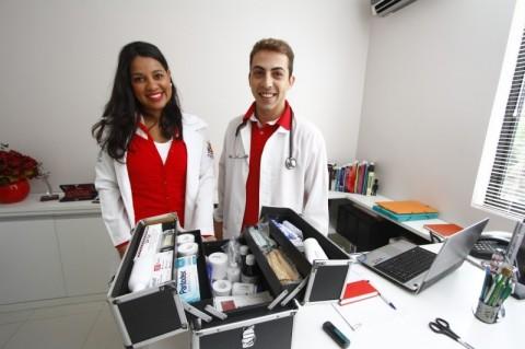 Greiciane Carati e Wilem Daminelli (foto) são enfermeiros e sócios da Saúde em Casa, junto ao advogado Mateus Cristiano Martins
