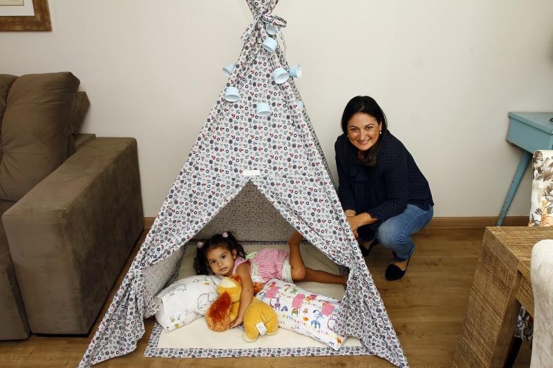Juliane Hammerschmidt, com a filha, Ana Luiza, recebe cerca de 10 pedidos por mês em suas redes sociais