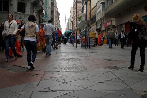 Comércio de rua recebeu orientação para abertura opcional neste domingo