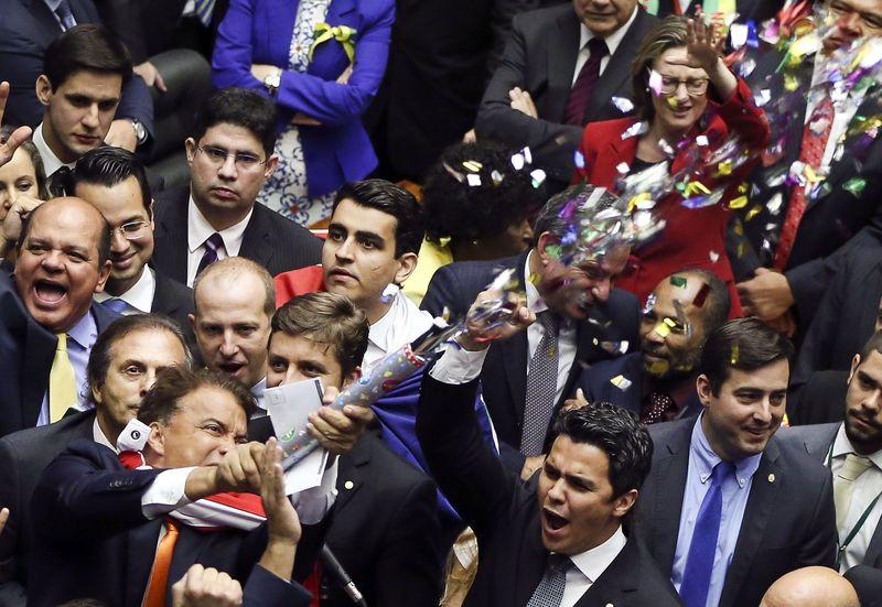 Oposição garantiu os dois terços dos votos, garantindo a abertura do processo de impeachment