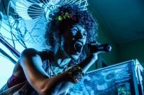 Manifesto AfroMe, do grupo Pretago, apresenta espetáculo em um bar